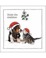 luxe kerstkaart woodmansterne - under the mistletoe - hond en kat