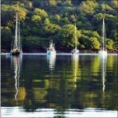wenskaart woodmansterne - boten op een rivier